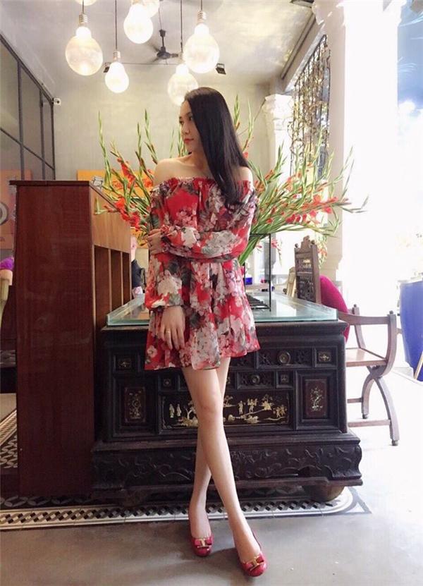 Những bộ cánh sang trọng khéo léo khoe nước da trắng nõn của hot girl Hà Thành.