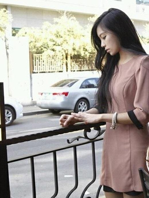 Hiện nay, cô nàng vẫn là người mẫu đại diện cho một số hãng mĩ phẩm và thời trang cao cấp.(Ảnh Internet)