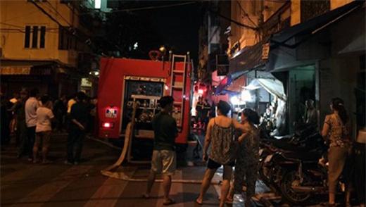 Hà Nội: Cháy khách sạn trong phố cổ, người dân hoảng loạn