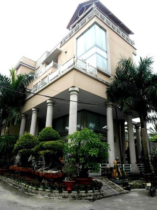 Căn biệt thự này từng là niềm hãnh diện với bạn bè của nghệ sĩ Phước Sang. - Tin sao Viet - Tin tuc sao Viet - Scandal sao Viet - Tin tuc cua Sao - Tin cua Sao