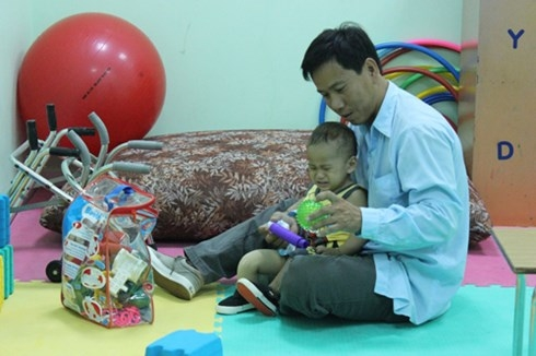 Cháu Nguyễn Quốc Huy trong buổi tái khám ngày 29/9 tại BV Nhi đồng 1.