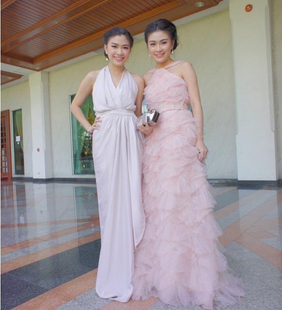 Cặp chị em song sinh còn được biết đến là một bộ đôi MC cực kì tài năng và duyên dáng. (Ảnh: Internet)