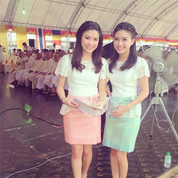 Say đắm nhan sắc xinh đẹp của cặp MC song sinh Thái Lan