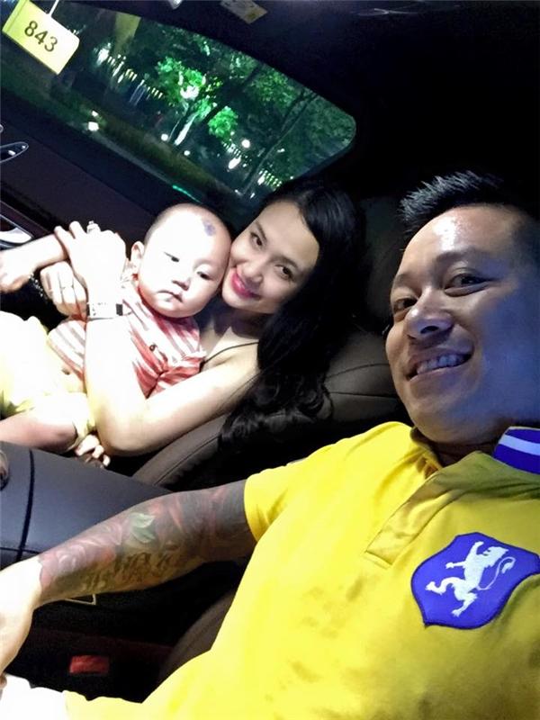 Không quên selfie cùng quý tử Su Hào và bà xã Thu Hương. - Tin sao Viet - Tin tuc sao Viet - Scandal sao Viet - Tin tuc cua Sao - Tin cua Sao