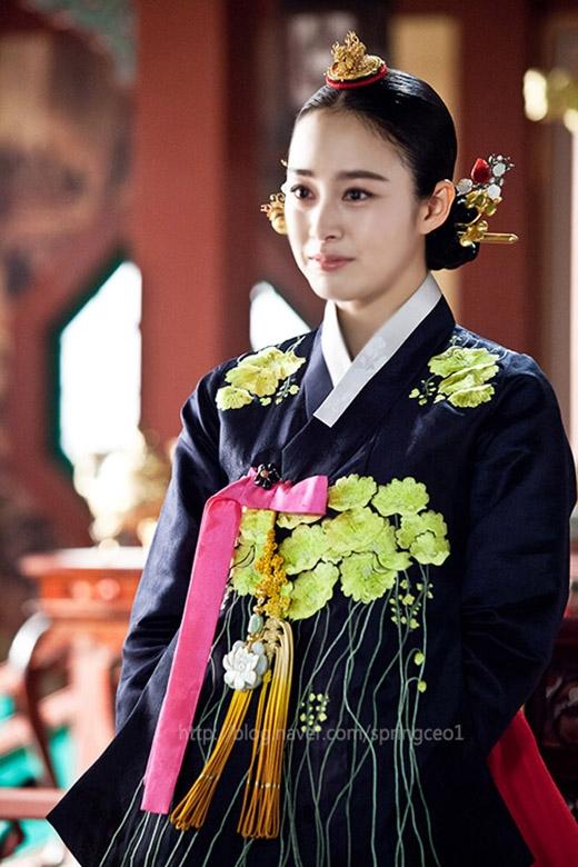 Hành trình tháo mác bình hoa di động của kiều nữ Hàn