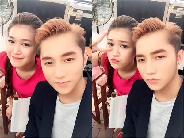 Bellachụp hình cùng nam ca sĩSơn Tùng M-TP. (Ảnh Internet)