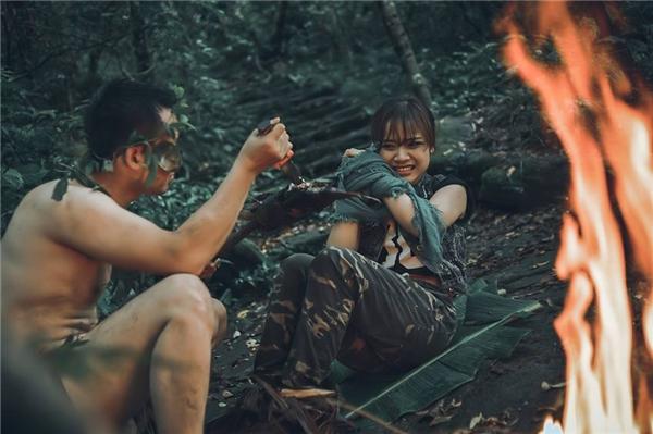 Mê mẩn bộ ảnh cưới Tarzan thời hiện đại của cặp đôi Hà thành