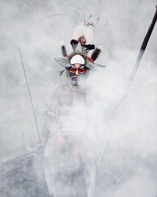 Người đàn ông uy nghiêm này có lẽ là một lão làng trong bộ tộc.(Nguồn:higherperspectives.com)