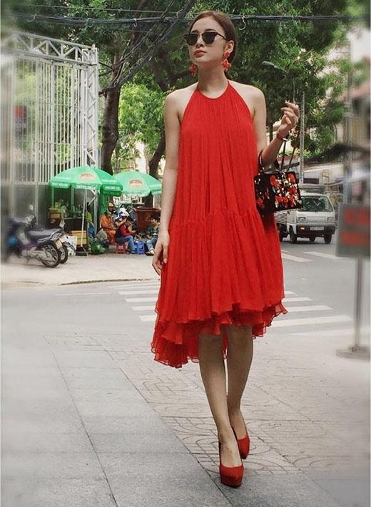 Thanh Hằng, hoa hậu Thùy Dung liên tục đụng hàng trang phục