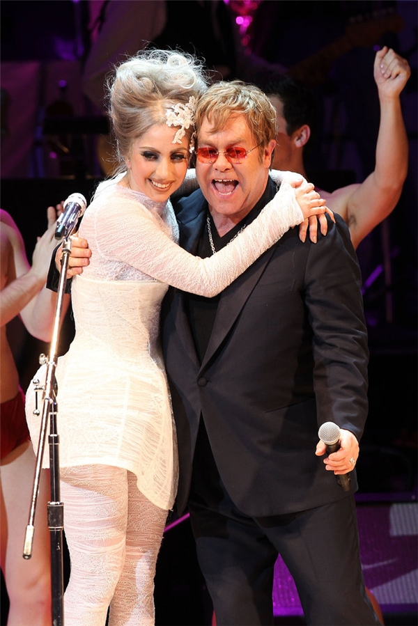 Khi Elton John và chồng David Furnish chào mừng con trai Zachary vào năm 2011, cặp đôi đã mời Lady Gaga làm mẹ đỡ đầu của bé. Cả hai xác nhận thông tin này trong một cuộc phỏng vấn.