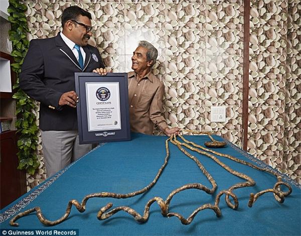 Giờ đây, ông Shridhar chỉ muốn cắt móng tay và lưu trữ chúng trong viện bảo tàng.