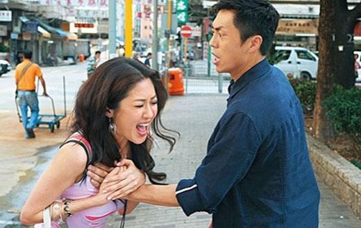 Vào vai cảnh sát nằm vùng trong bộ phim Pháp võng truy kích, Trần Mẫn Chi có cảnh quay bị sàm sỡ ngay giữa phố.