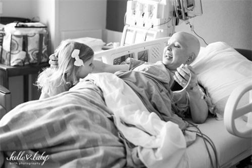 Nghẹn ngào ca đẻ của bà mẹ mắc bệnh ung thư vú