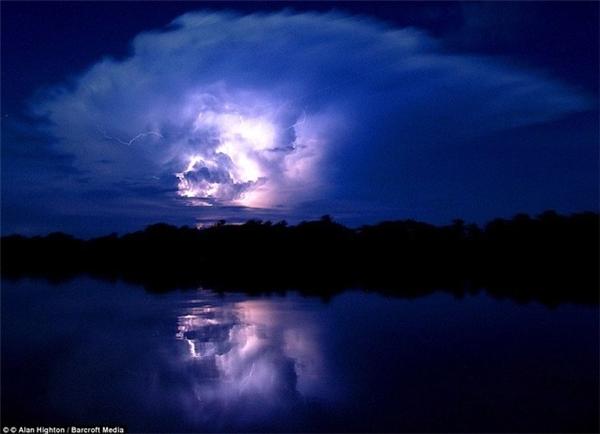 Những đám mây giống khổng lồ trên bầu trời Maracaibo