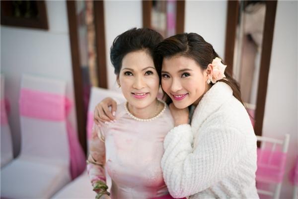 Cô chụp hình cùng người thân.... - Tin sao Viet - Tin tuc sao Viet - Scandal sao Viet - Tin tuc cua Sao - Tin cua Sao