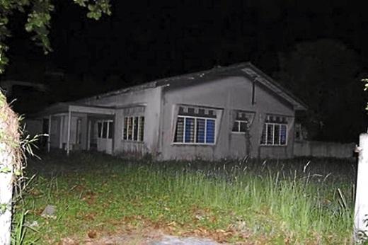 Ngôi nhà giờ đây đã bị bỏ hoang nhưng vẫn nặng nề bi kịch trong quá khứ.(Nguồn: Internet)