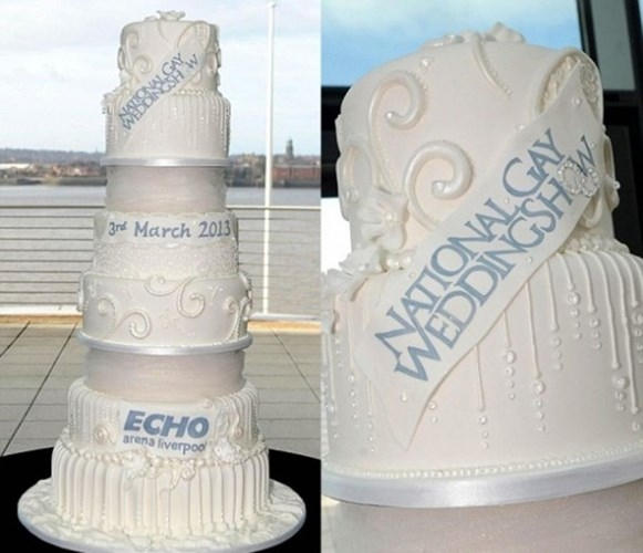 Chiếc bánh tại triển lãm National Gay Wedding Show (đám cưới quốc gia của các cặp đôi đồng tính) có giá tới 52 triệu USD. Sản phẩm độc đáo này cao 8 tầng, tương đương 1,5 m, và được trang trí bằng hơn 2.000 viên kim cương.