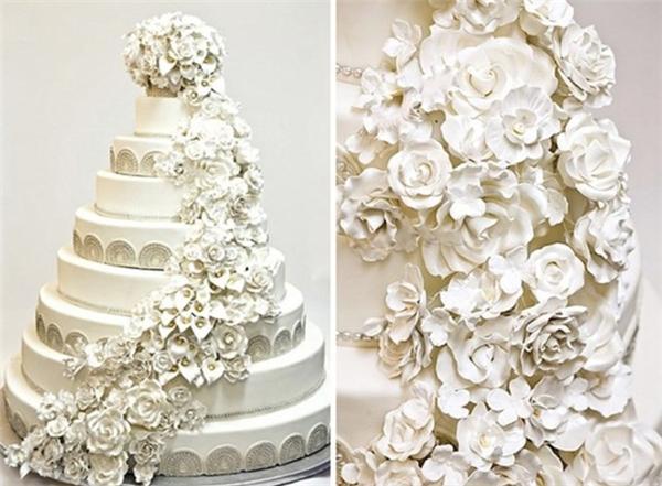 Bánh cưới trong chương trình Luxury Bridal Show ở California (Mỹ) có giá 20 triệu USD. Chiếc bánh được làm bởi các lá vàng và rất nhiều viên kim cương.