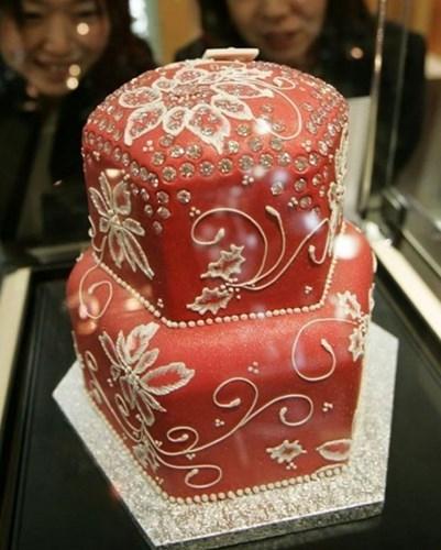 Bánh Luster Dust Cake có giá 1,3 triệu USD.