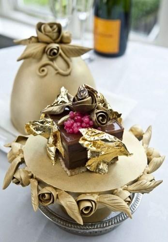 Bánh trứng Faberge giá 35.000 USD.