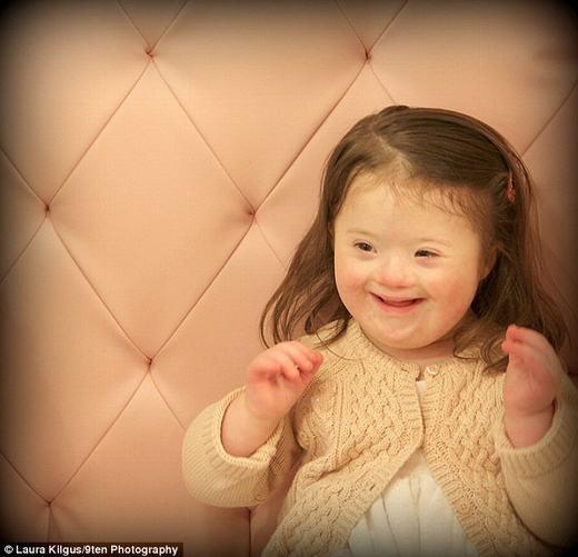 """Bé Celia với nụ cười """"tỏa nắng"""". (Ảnh:Laura Kilgus)"""