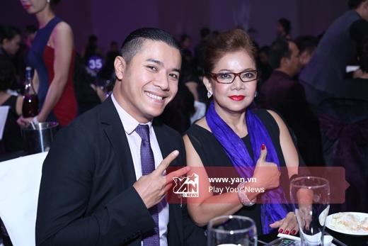 Hai mẹ con Kasim Hoàng Vũ - Tin sao Viet - Tin tuc sao Viet - Scandal sao Viet - Tin tuc cua Sao - Tin cua Sao