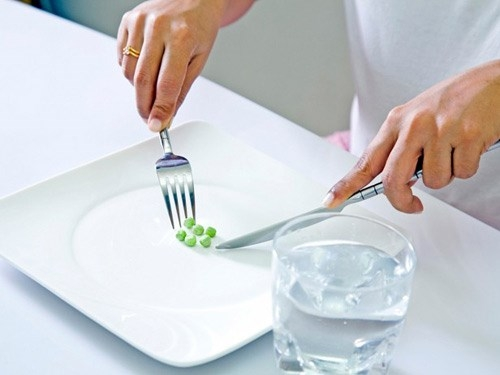 Không chỉ bỏ bữa sáng gây hại, việc ăn sáng quá ít cũng không hề có lợi. Bạn cần ăn sáng đủ no, tránh ăn quá ít làm dạ dày bị kích thích mà không nhận đủ lượng thức ăn sẽ khiến bạn nhanh đói hơn, dẫn tới ăn quá nhiều vào bữa trưa, không tốt cho dạ dày cũng như dáng vóc của bạn.