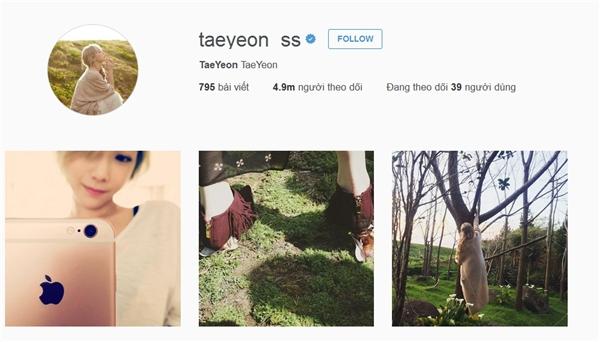 """Là thành viên đầu tiên tham gia thế giới Instagram nhưng vì thời điểm ấy mạng xã hội này chưa phát triển nên Taeyeon phải đợi đến 134 ngày để tài khoản cán mốc 1 triệu lượt theo dõi. Tuy nhiên, hiện nay với 4,9 triệu người """"truy đuổi"""", trưởng nhóm SNSD đang nắm giữ kỉ lục thần tượng nữ được theo dõi nhiều nhất trên Instagram châu Á. Điều này chứng tỏ sức hút """"không phải dạng vừa"""" của Taeyeon."""
