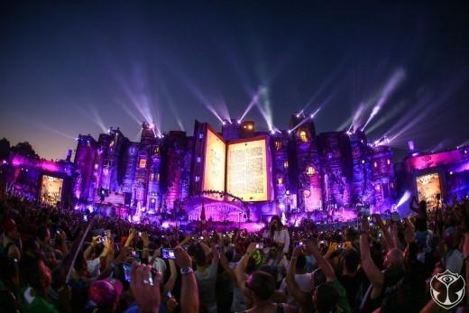 Chiếc vé đến với Tomorrowland 2016 tại Brasil sẽ là phần thưởng lớn nhất dành cho quán quân cuộc thi và khán giả đồng hành cùng chương trình.