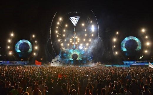 """Sân khấu của đại tiệc Budweiser Storm Festival được dự đoán cực hoành tráng với dàn """"line-up"""" khủng như:Tiesto, Above&Beyond, DVBBS, Skrillex, Don Diablo…"""