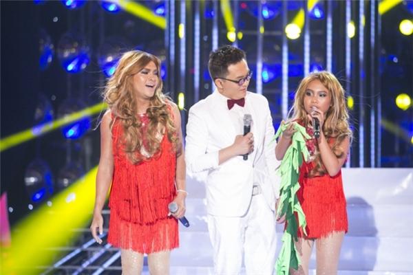 Đặc biệt, Nam Cường còn khiến khán giảbất ngờ khi hóa thân thành Jennifer Lopez xinh đẹp, quyến rũ. - Tin sao Viet - Tin tuc sao Viet - Scandal sao Viet - Tin tuc cua Sao - Tin cua Sao