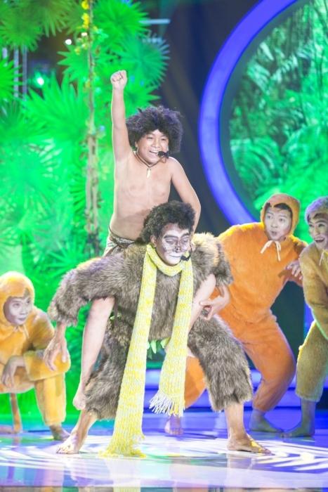 Hình ảnh con khỉ tốt bụng, vui tươi mà Khương Ngọc đóng giả đã gây tranh cãi rất nhiều cho ban giám khảo. - Tin sao Viet - Tin tuc sao Viet - Scandal sao Viet - Tin tuc cua Sao - Tin cua Sao
