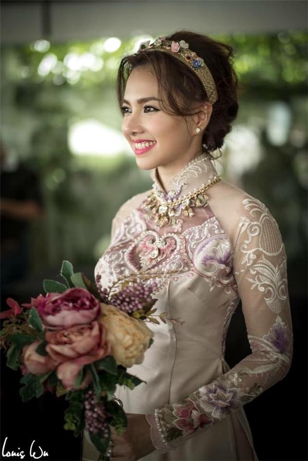 Cận cảnh nhan sắc xinh đẹp của cô dâu. - Tin sao Viet - Tin tuc sao Viet - Scandal sao Viet - Tin tuc cua Sao - Tin cua Sao