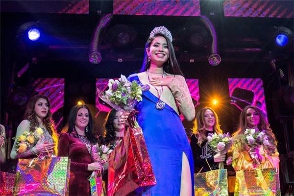 Năm 2014 đánh dấu sự thay đổi trong cuộc đời của Phạm Hương khi cô đăng quang ngôi vị á hậu 1 của cuộc thi Hoa hậu Thể thao Thế giới. - Tin sao Viet - Tin tuc sao Viet - Scandal sao Viet - Tin tuc cua Sao - Tin cua Sao