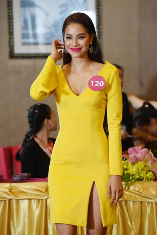 Cuối tháng 8 năm nay, sự xuất hiện của Phạm Hương tại vòng sơ tuyển của cuộc thi Hoa hậu Hoàn vũ Việt Nam 2015 đã khiến khán giả, người hâm mộ vô cùng thích thú. Ngay từ đầu, cô đã được ban giám khảo đánh giá cao. Càng vể sau, năng lực cũng như bản lĩnh của Phạm Hương ngày càng thể hiện rõ nét hơn. Cô luôn luôn cố gắng hết mình để minh chứng bản thân thực sự xứng đáng với ngôi vị Hoa hậu năm nay. - Tin sao Viet - Tin tuc sao Viet - Scandal sao Viet - Tin tuc cua Sao - Tin cua Sao
