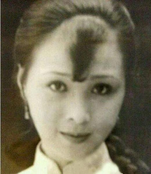 Bà ngoại Lưu Diệc Phi đẹp như hoa.