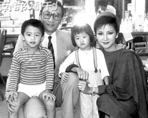 Bố mẹ Tạ Đình Phong đều là các ngôi sao hạng A của làng giải trí Hong Kong.