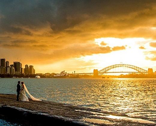 Mây xám và mặt trời vàng cùng hiện diện trong bức ảnh khiến khoảnh khắc càng trở nên ý nghĩa.
