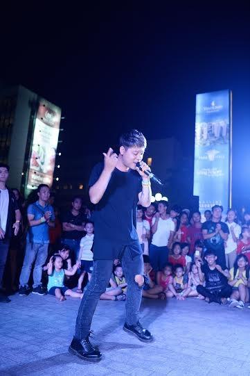 Dương Trần Nghĩa hát Ba kể con nghe