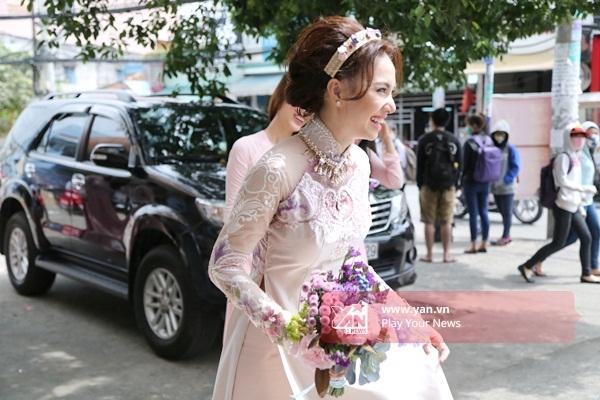 Nữ diễn viên nở nụ cười thật tươi khi được gặp chồng sắp cưới. - Tin sao Viet - Tin tuc sao Viet - Scandal sao Viet - Tin tuc cua Sao - Tin cua Sao