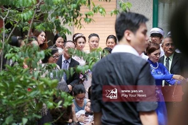 Đạo diễn Victor Vũ lãng mạn hôn vợ sắp cưới Đinh Ngọc Diệp - Tin sao Viet - Tin tuc sao Viet - Scandal sao Viet - Tin tuc cua Sao - Tin cua Sao