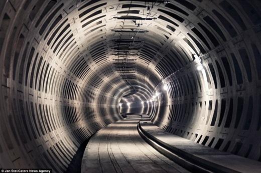 Nhiếp ảnh gia người Hà Lan – Jan Stel đã đi khắp châu Âu trong 15 năm để chụp ảnh những công trình bỏ hoang, trong đó có đường tàu điện ngầm ở Premetro, Bỉ.(Nguồn: Jan Stel)