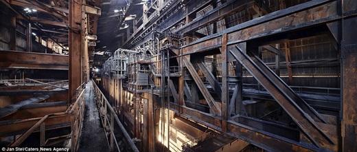 Còn nhà máy thép này hoành tráng đến độ có thể gây choáng ngợp cho người nhìn.(Nguồn: Jan Stel)