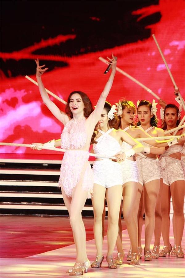 Có thể nói phần trình diễn của Hồ Ngọc Hà là một khoảnh khắc vô cùng ấn tượng và đáng nhớ trong đêm chung kết. - Tin sao Viet - Tin tuc sao Viet - Scandal sao Viet - Tin tuc cua Sao - Tin cua Sao