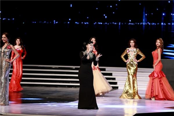 Top 10 thí sinh diện trang phục dạ hội trình diễn. - Tin sao Viet - Tin tuc sao Viet - Scandal sao Viet - Tin tuc cua Sao - Tin cua Sao