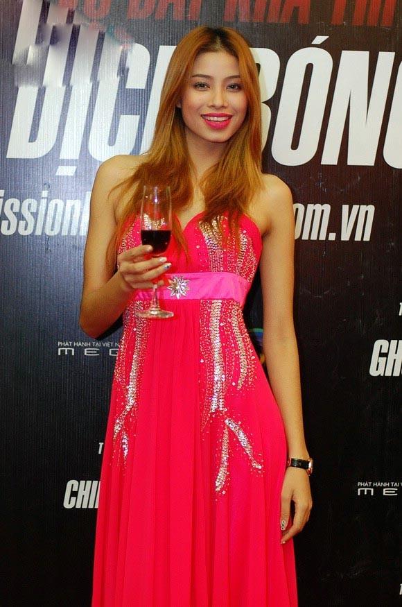 Sau đó công chúng thường thấy Phạm Hương xuất hiện với vai trò người mẫu. - Tin sao Viet - Tin tuc sao Viet - Scandal sao Viet - Tin tuc cua Sao - Tin cua Sao