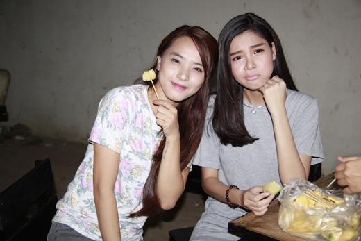 Ngoài việc gặp nhau trên phim trường, cả hai cô nàng cũng thường đi chơi riêng. - Tin sao Viet - Tin tuc sao Viet - Scandal sao Viet - Tin tuc cua Sao - Tin cua Sao
