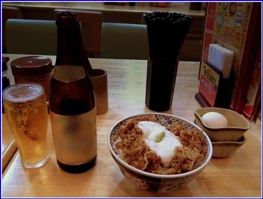 Vào các dịp lễ lớn và hai ngày cuối tuần, khách hàng sẽ được miễn phí bia tại hầu hết các nhà hàng ở Nhật Bản.(Nguồn: Internet)