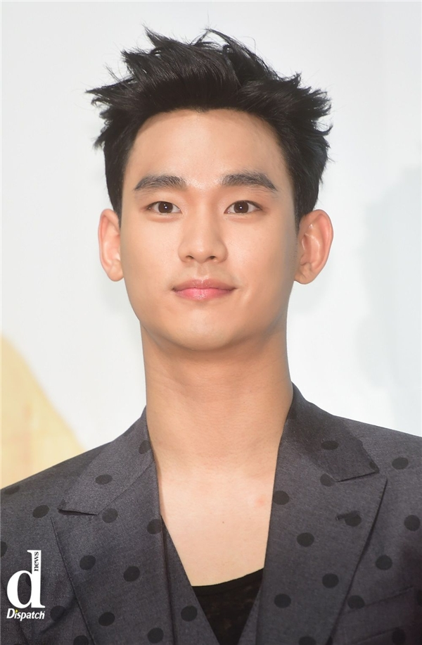 Gương mặt Kim Soo Hyun hầu như không có gì thay đổi. Nếu có cũng chỉ là vẻ trưởng thành từ những đường nét mĩ nam sẵn có của anh.