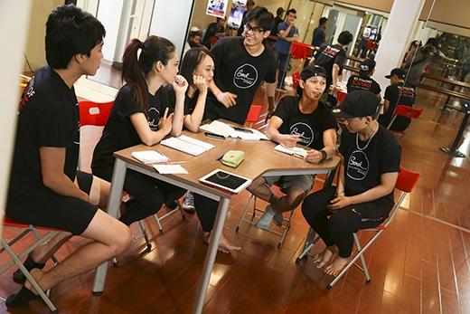 Bên cạnh đó, Alex Tú cũng chia sẻ lí do mình quay về Việt Namvìmong muốn được thay đổi cái nhìn vốn có của mọi người về dance và đóng góp phần nào công sức vào những dự án mang trẻ em đến với dance.